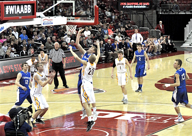 STATE BASKETBALL: Catholic Central closes half on 11-0 run, leads Barneveld