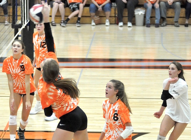 Westosha volleyball overwhelms Burlington for sweep