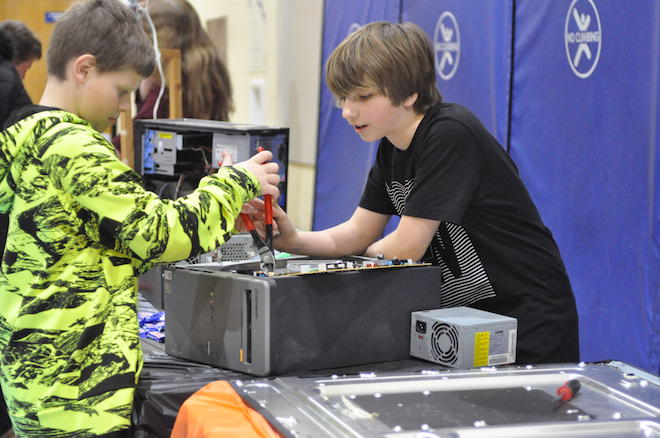 Dyer students present annual expo