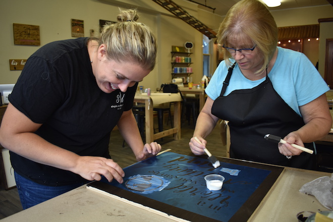 Waterford art studio specializes in rustic signs